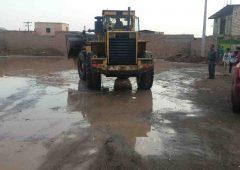 تلاش پرسنل خدمات شهری شهرداری سیرجان در رفع آب گرفتگی معابر