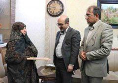 دیدار سخنگوی شورای اسلامی شهر تهران با خانواده شهید مدافع حرم رضا فرزانه
