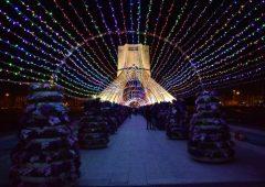تونلی از نورهای رنگی در میدان آزادی